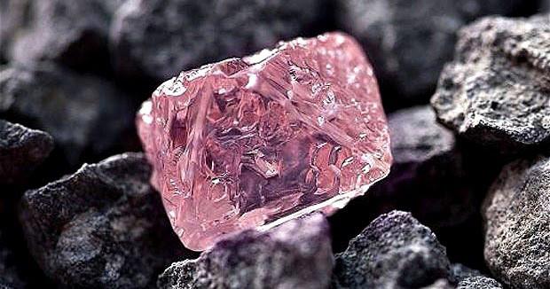 Uno-de-los-diamantes-rosas-mas-grandes