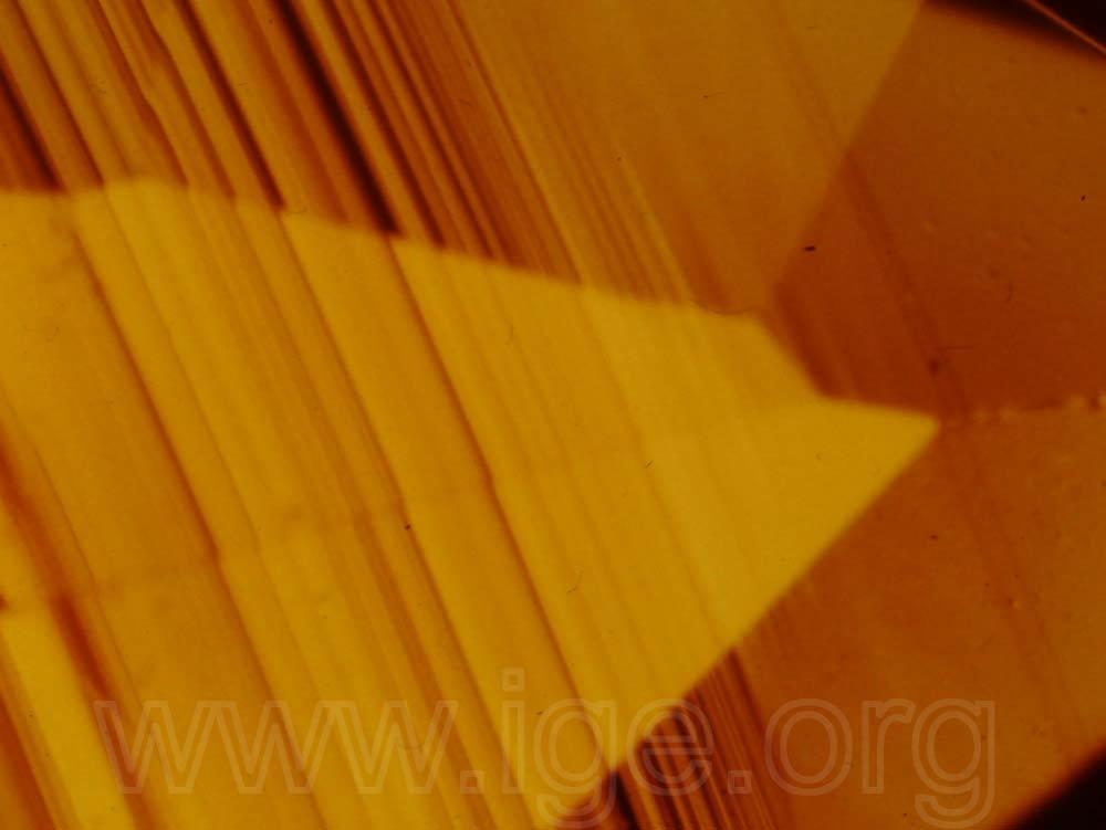 Granate grosularia con zonalidades de color