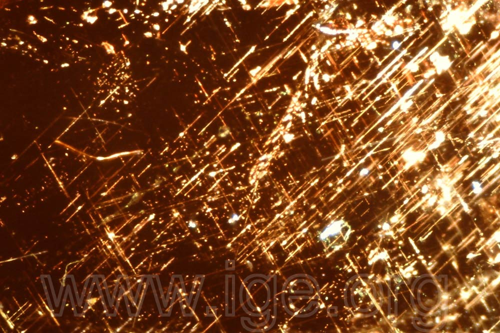 Agujas de rutilo en granate almandino