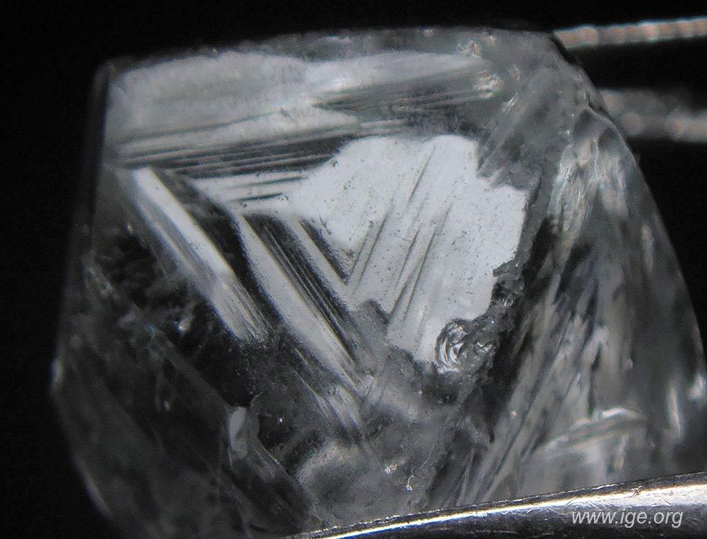 3-octaedro-bruto-diamante-falso-trigonos